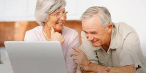 Derecho de acceso a la tecnología de adultos mayores